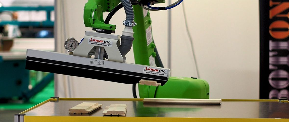 Fanuc cobot and Lineartec vacuum gripper
