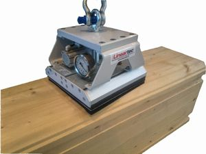 Vacuum gripper for lifting timber